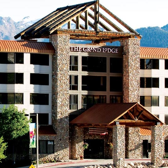 THE GRAND LODGE CONDOMINIUMS      6 Emmons Rd, Mt. Crested Butte, CO 81225     OFFERS 20% CBMR DISCOUNT    *WALKING DISTANCE FROM SHUTTLE PICK UP & DROP OFF*
