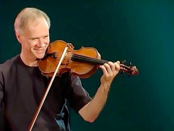 Director (SCMP), Violin