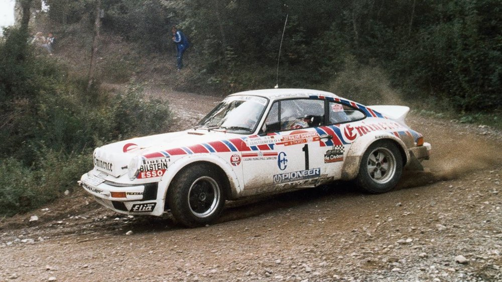 low_walter_röhrl_christian_geistdörfer_911_sc_3_0_coupé_rallye_san_remo_1981_porsche_ag.jpg