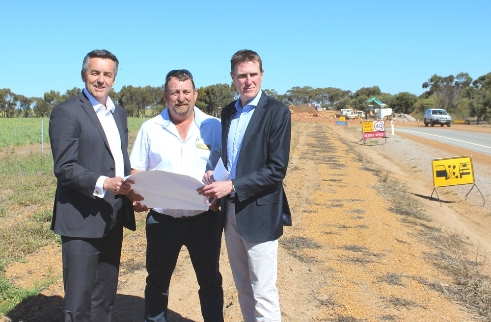 Federal Minister for Infrastructure and Transport Darren Chester, Shire of York President David Wallace and Federal Member for Pearce Christian Porter.
