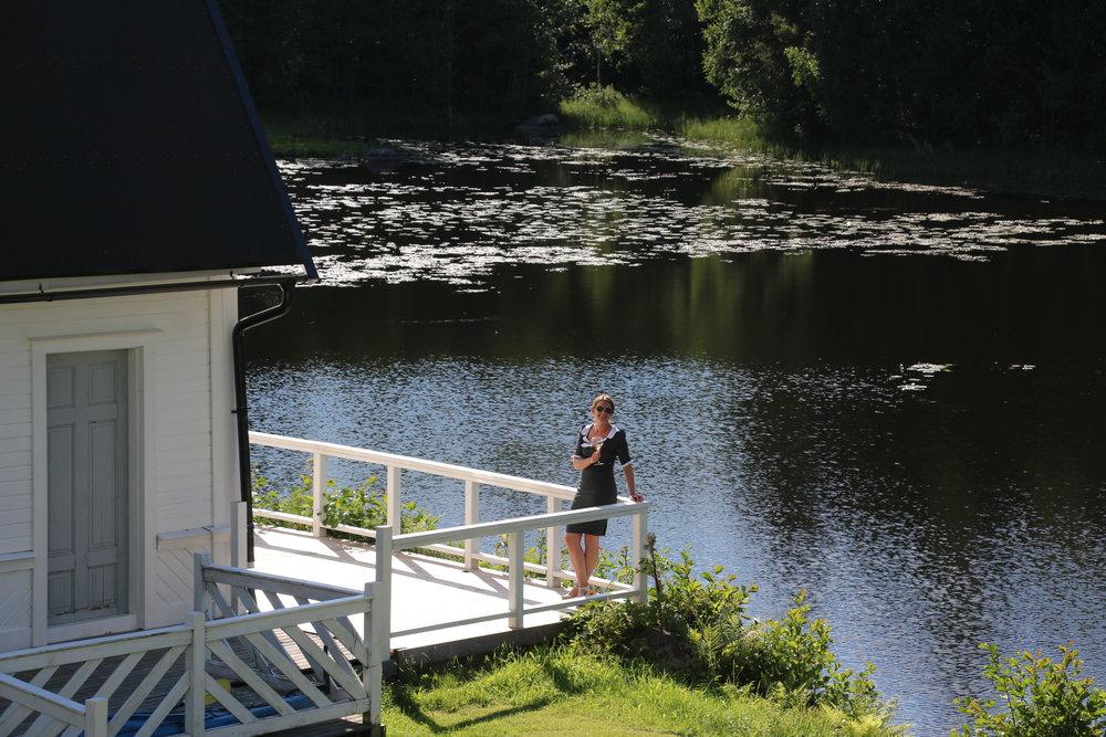Stor veranda vid vattnet