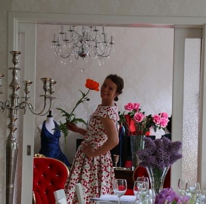 Susanna öppnar butiken.