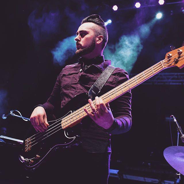 TTH/Mott The Hoople UK Tour 2019 Antonio Angotti ———————— 📸 Steven Donnelly ———————— @mra_taxthebass #taxtheheat #bass #bassist #bassplayer #bassplayers #bassguitar #bassguitarist #basslife #instabass #bassgram #musician #musicians #rockbass #liveshow #livemusic #musicphotography #guitarist #pbass #precisionbass #guitar #bassplayersunited #basslove #bassists #rockshow #rockband #bassface #perform #livemusicrocks #livemusicphoto @nuclearblasteurope @cleartonestrings @bassplayerweb @bassplayunited @bassmusicianmag @bassmagazineonline @bassplayeruniverse