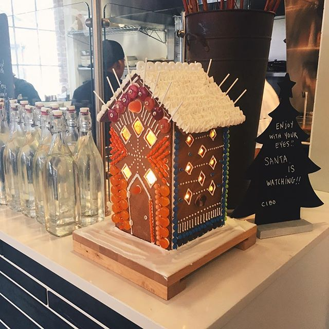 Kicked off my Sausalito gingerbread house tour today at the fabulous Cibo Caffè...🌲😍