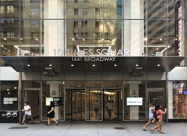 Facade design and lobby renovation for 10 Times Square completed just in time for the summer heat. . . . #freyerarchitects #10timessquare #nycarchitects #freyercollaborativearchitects #facadedesign #storefrontdesign #storefront #lobbydesign #renovation #architecture #canopy #awningdesign #1441broadway #zaz10ts