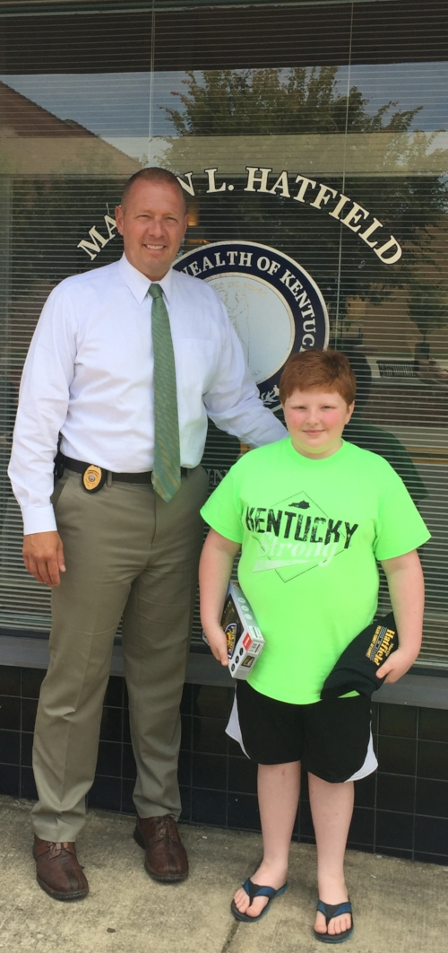 Pulaski County Attorney's Office Detective, Tom Reed, recognized for his act of generosity in replacing a young boy's stolen tablet. Click   here   to view the story.