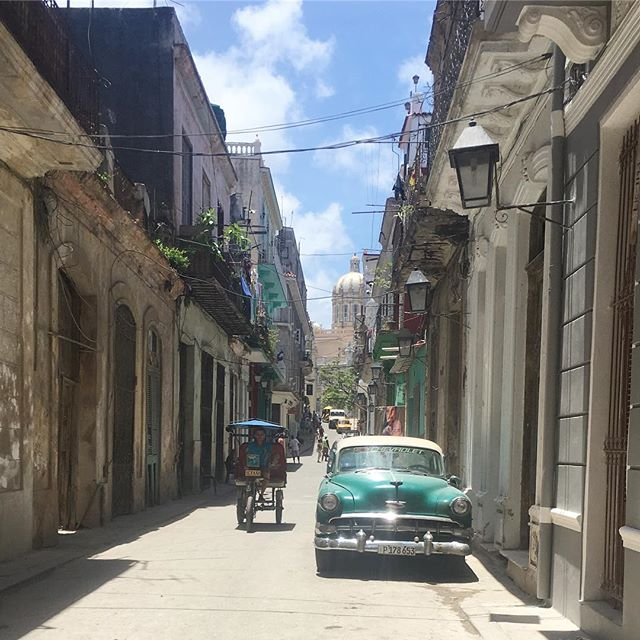 Morning!!! Oh, wait. No, I'm not in Cuba anymore. ☹️ #cuba #havana #cars #sunshine #rum