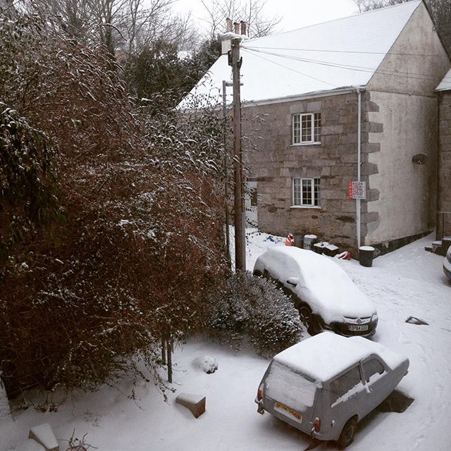 Trying to write a post for the #blog but watching the snow  falling outside is acting as a major distraction!! #photography #snow #snowmageddon #whenwillitend #cornwall #march #penryn