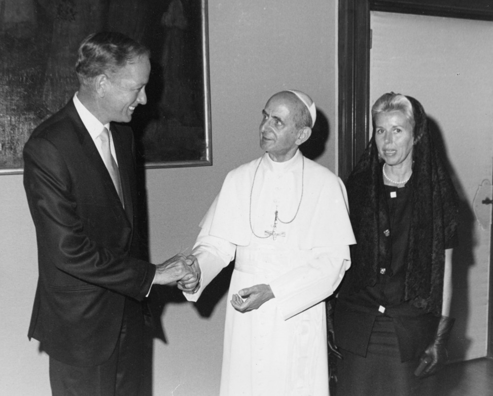Dr. Cooley with his wife Louise and Pope Paul VI.