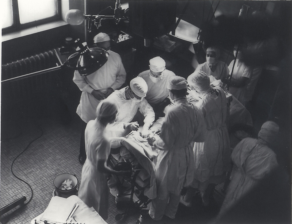 Blue baby operation at Johns Hopkins Hospital in 1945. Dr. Cooley is at the right side of the operating table, facing Dr. Blalock. Courtesy of Dr. Cooley's personal collection.