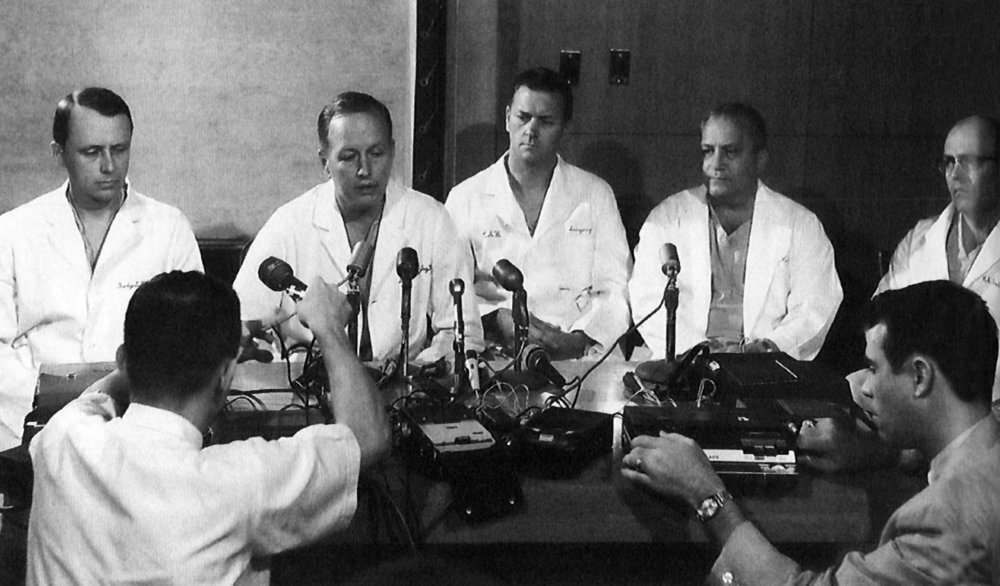 Press conference at St. Luke's Episcopal Hospital after the first successful heart transplant in the United States.