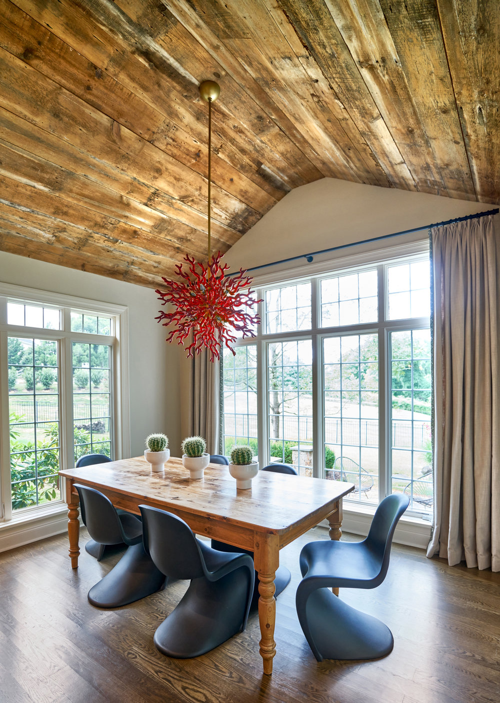 Bright modern pops with an rustic ceiling.