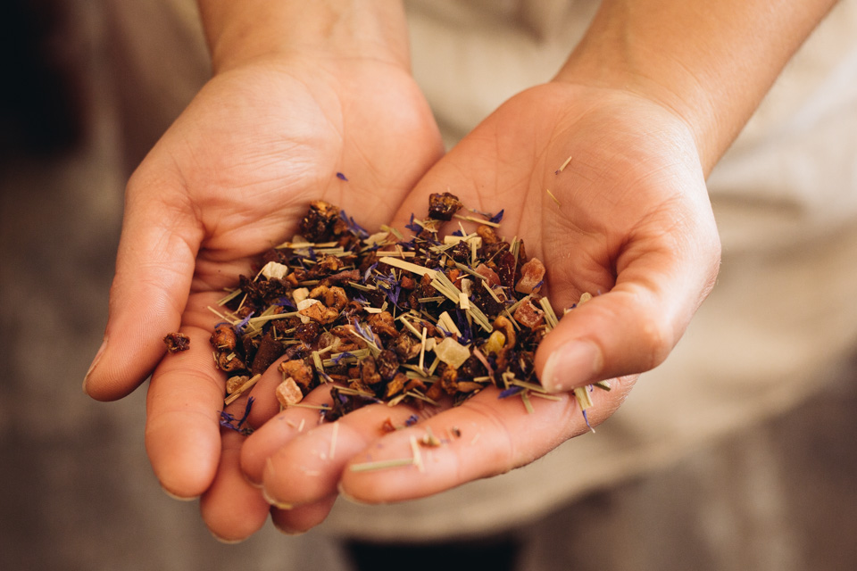 Géraldine's holding herbal tea