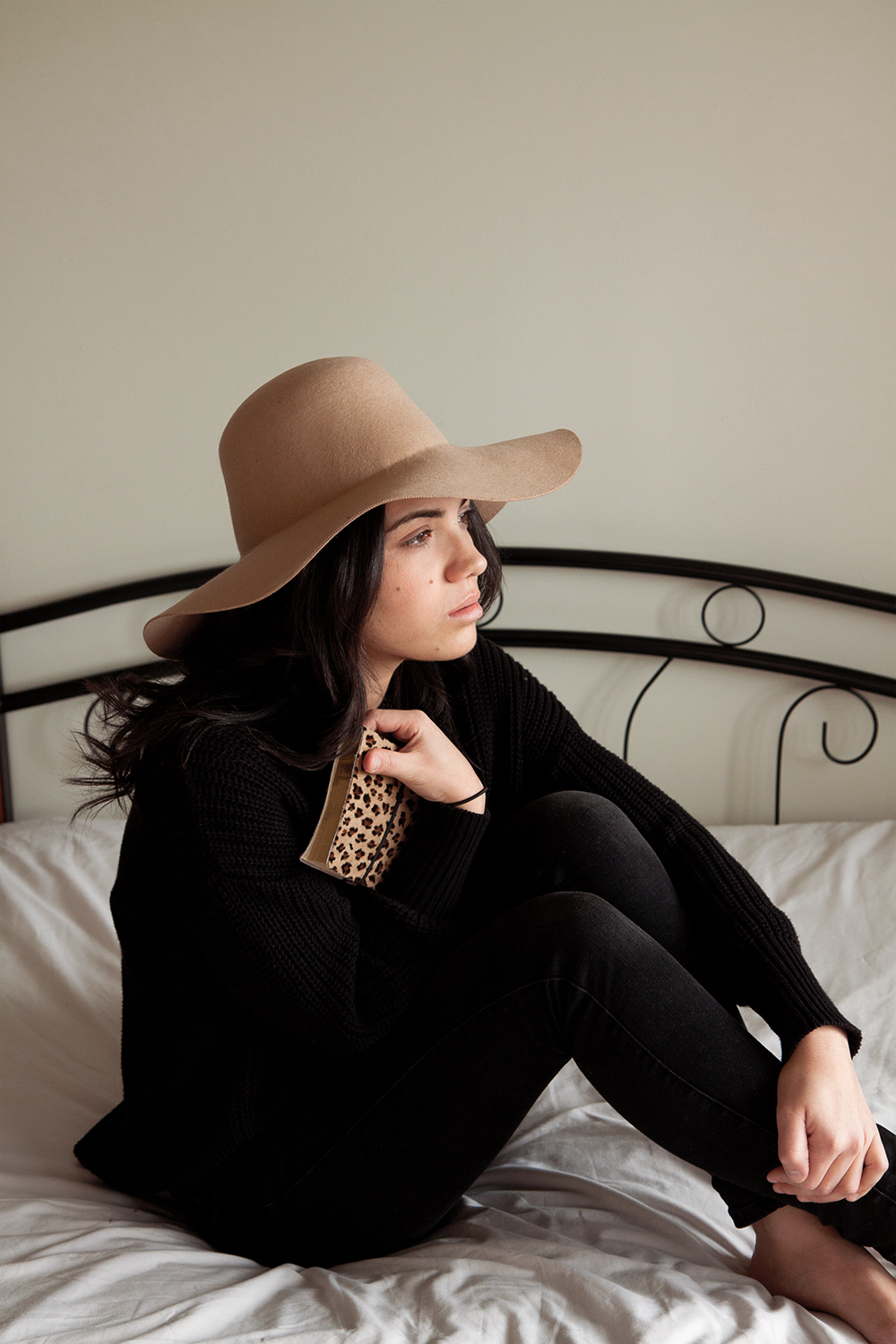 Hat and sweater from American Appareil//Agenda from Zara home//Jeans from Zara