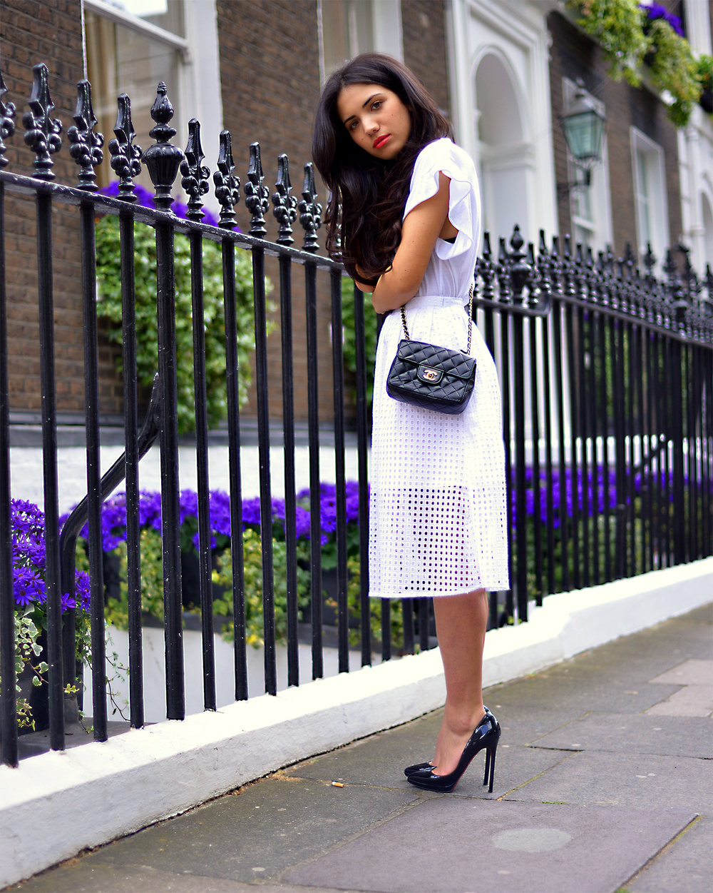 Happily walking down the streets of Marylebone wearing my new lipstick from YSL. The perfect touch to add a little bit of colour to my white outfit.Thanks to the most amazing hairdresser in London, Peter GHAZIRI , I was able to wear my new Bellami extensions and feel like a princess.