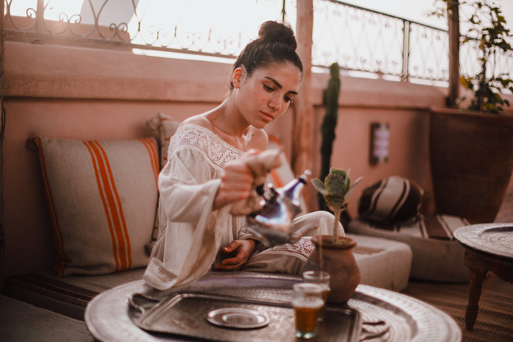Time for a Moroccan tea in Riad Yasmine while watching the beautiful sunset//Wearing Barthelemy Rose