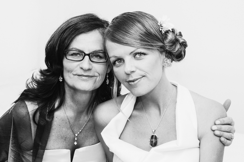 Bride and Mom © Humboldt County Wedding Photographer Kate Donaldson Photography