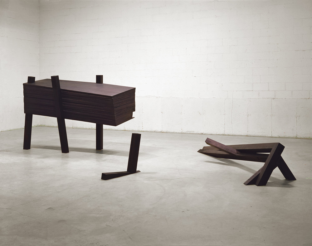 La nuit, devant soi  (1992 - 1993)   Bois polychrome, 155,6 x 304 x 670 cm, collection du Musée d'art contemporain de Montréal. photo : Richard-Max Tremblay