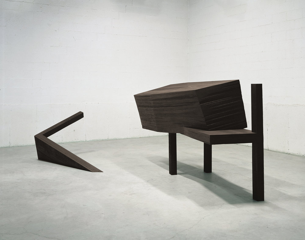 Déjà la nuit s'avance II (1992)    Bois polychrome, 151 x 493 x 234 cm, collection du MOCCA. photo : Richard-Max Tremblay
