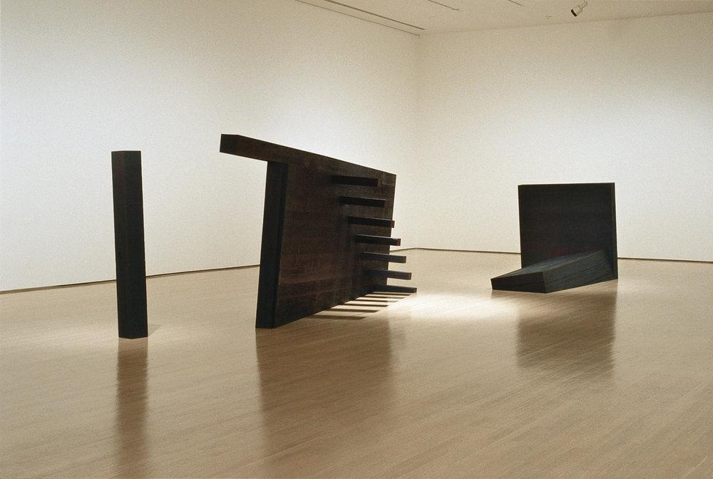 Le dernier jardin  (1999)   Bois polychrome, 116x 90 x 402 cm, collection du Musée d'art contemporain de Montréal.photo : Richard-Max Tremblay