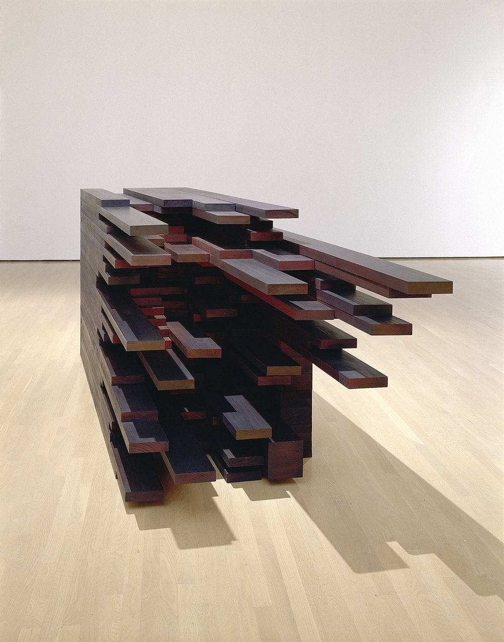 In extenso  (2005)   Bois polychrome, 180 x 250 x 950 cm, collection du Musée d'art contemporain de Montréal. photo : Richard-Max Tremblay
