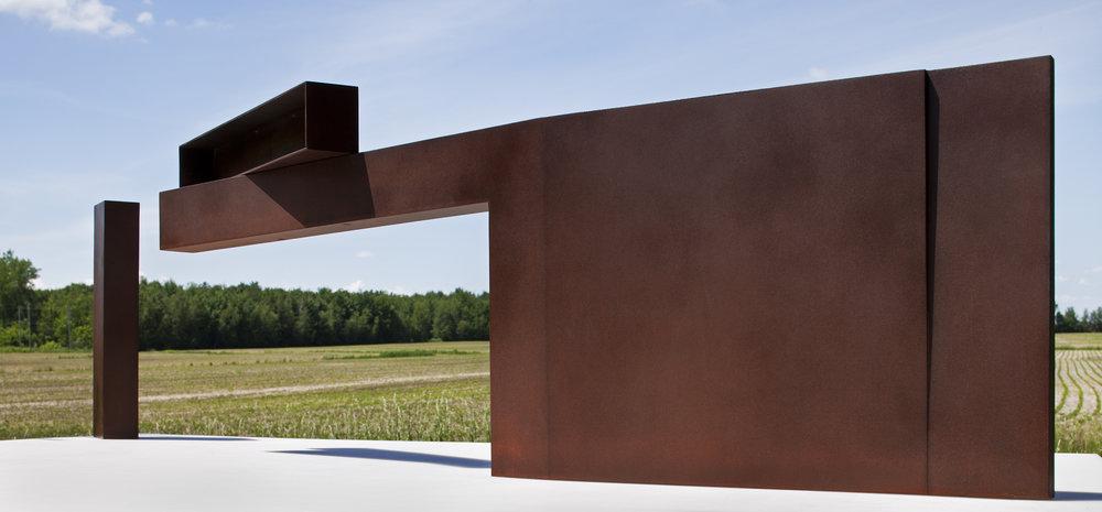 Étude #7 (2011)   Acier corten et laiton, collection de l'artiste. photo : Michel Dubreuil