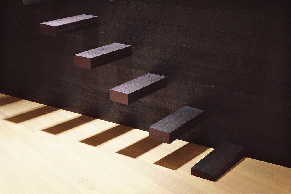 Le dernier jardin (1999) - détail   Bois polychrome, 116 x 90 x 402 cm, collection du Musée d'art contemporain de Montréal.photo : Richard-Max Tremblay