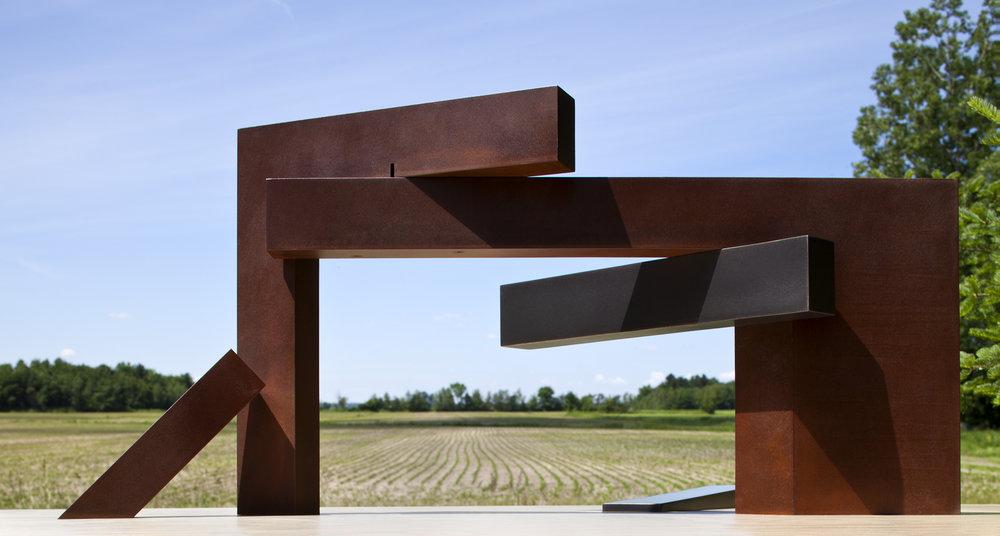 Étude #5 (2011)   Acier corten et laiton, collection de l'artiste. photo : Michel Dubreuil