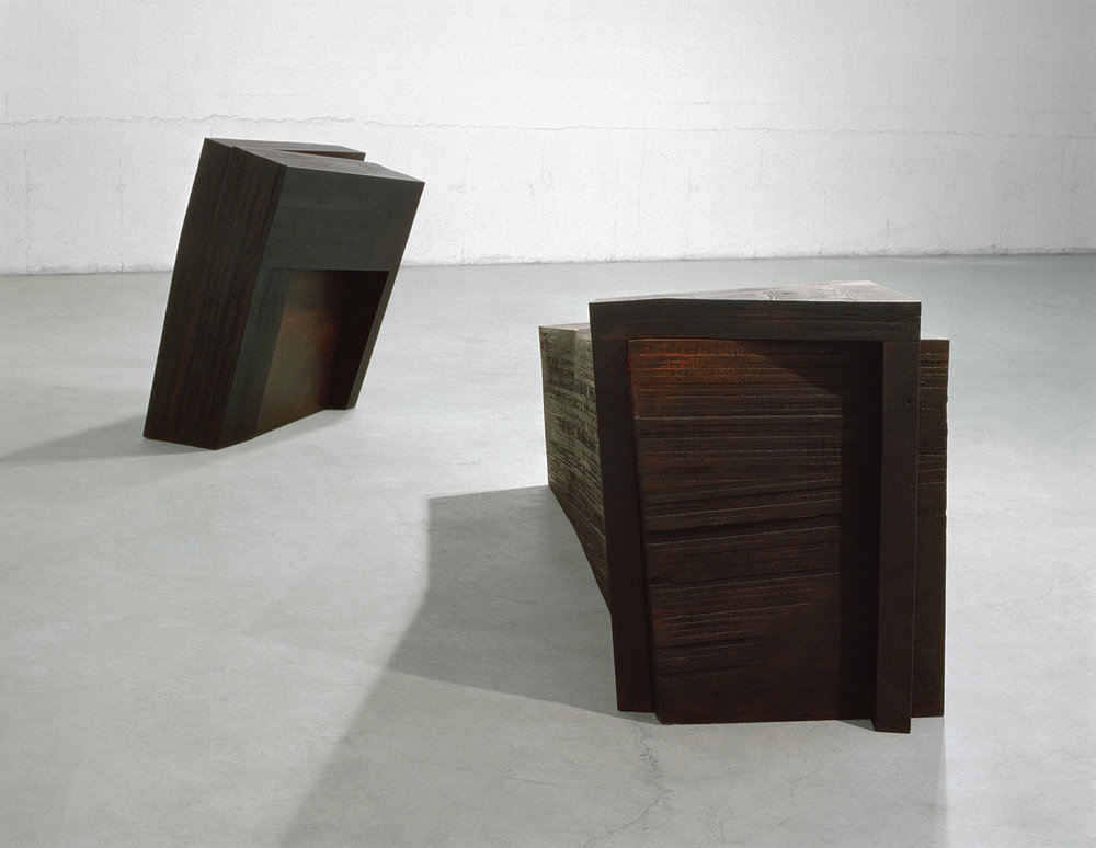 Le temps ralenti (à Hélène)  (1989)   Bois polychrome, 127 x 101.6 x 400 cm, collection du Musée des beaux-arts de l'Ontario (AGO). photo : Richard-Max Tremblay