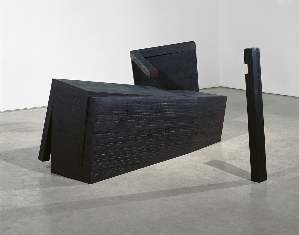 Heurte, heurte à jamais  (1990 - 2005)   Bois polychrome, 152 x 152 x 284 cm, collection privée. Photo : Richard-Max Tremblay