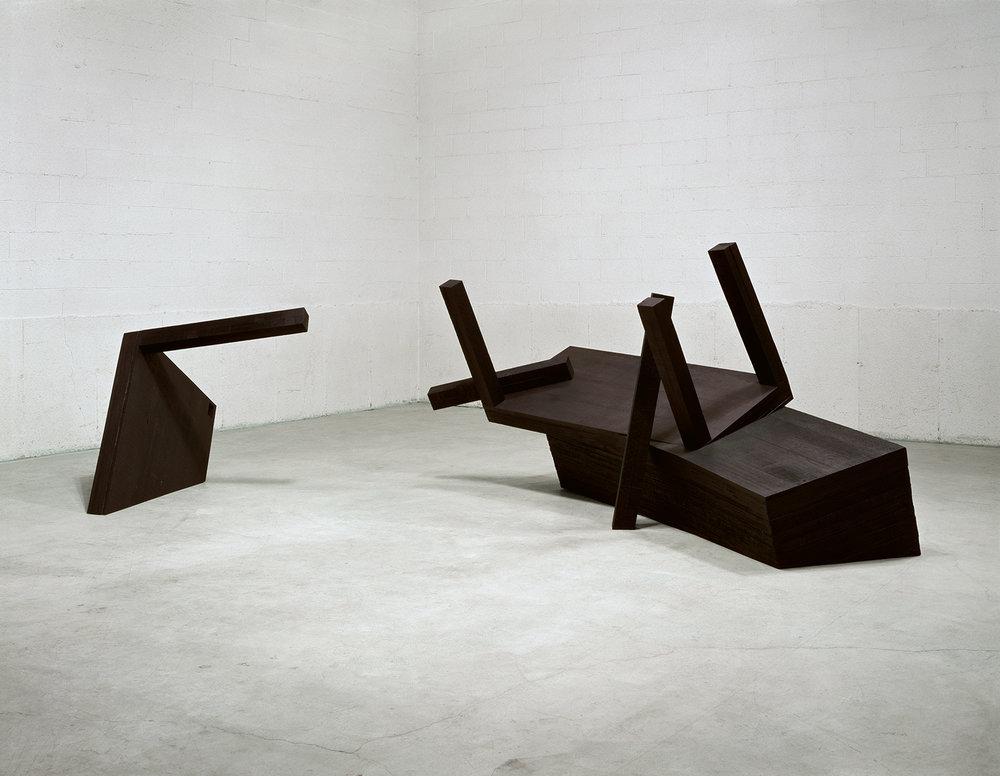 Déjà la nuit s'avance (1991)   Bois polychrome, 146.4 x 429 x 349 cm, collection du MBAC. photo : Richard-Max Tremblay