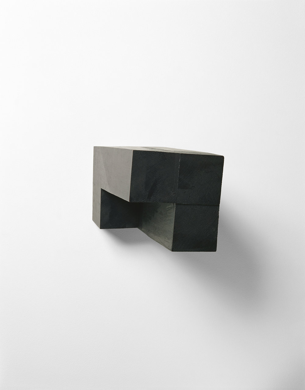 Demeure IX    (1990)   Bois polychrome, 17 x 16.5 x 28 cm, collection privée. photo : Richard-Max Tremblay