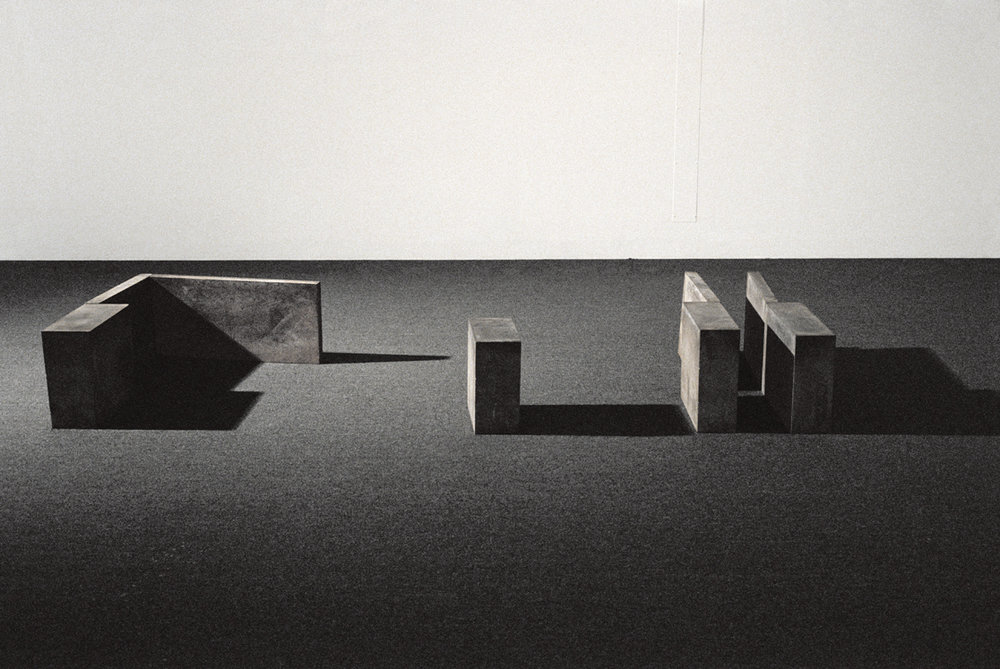Ombres portées    (1981)   Ciment, 42.5, 133 x 333 cm, collection du Musée d'art contemporain de Montréal. photo : Richard-Max Tremblay