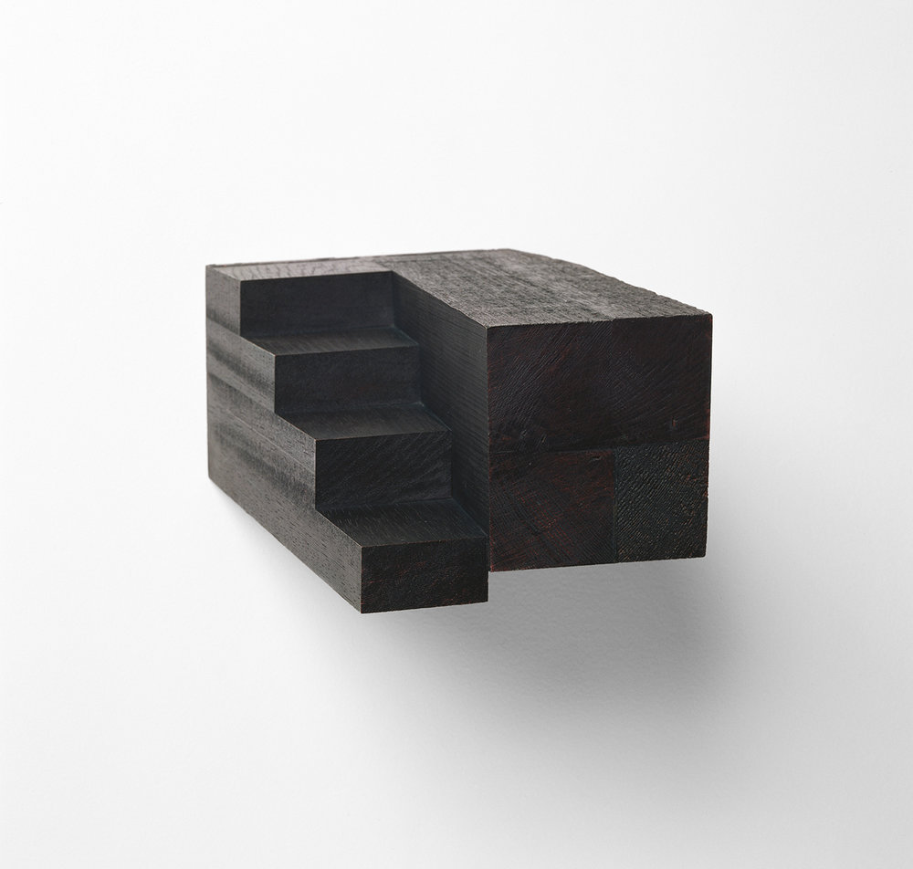 Vénétie XII  (1992)   Bois polychrome, 10.8 x 19.7 x 33.7 cm, collection privée. photo : Richard-Max Tremblay