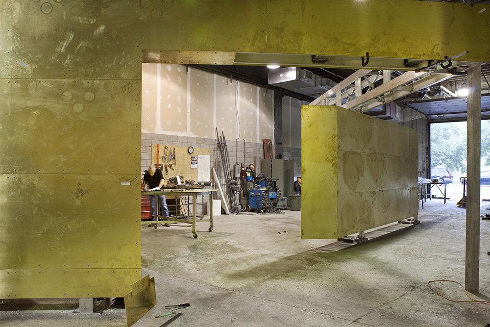 Un détail de l'oeuvre  Nos regards se tournent vers la lumière  en cours de réalisation.photo : Michel Dubreuil