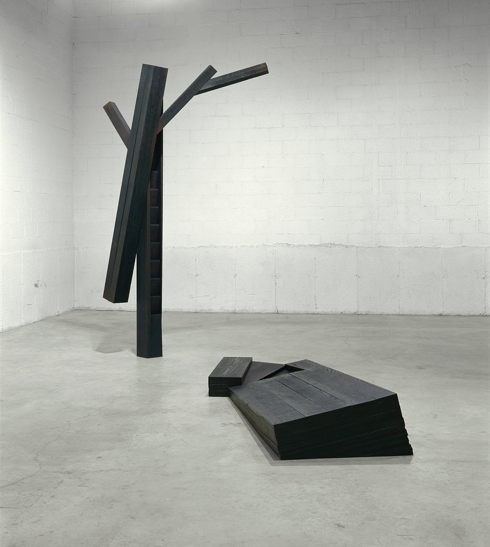 Axis mundi  (1997)   Bois polychrome, 292 x 210 x 340 cm, collection de l'artiste. photo : Richard-Max Tremblay