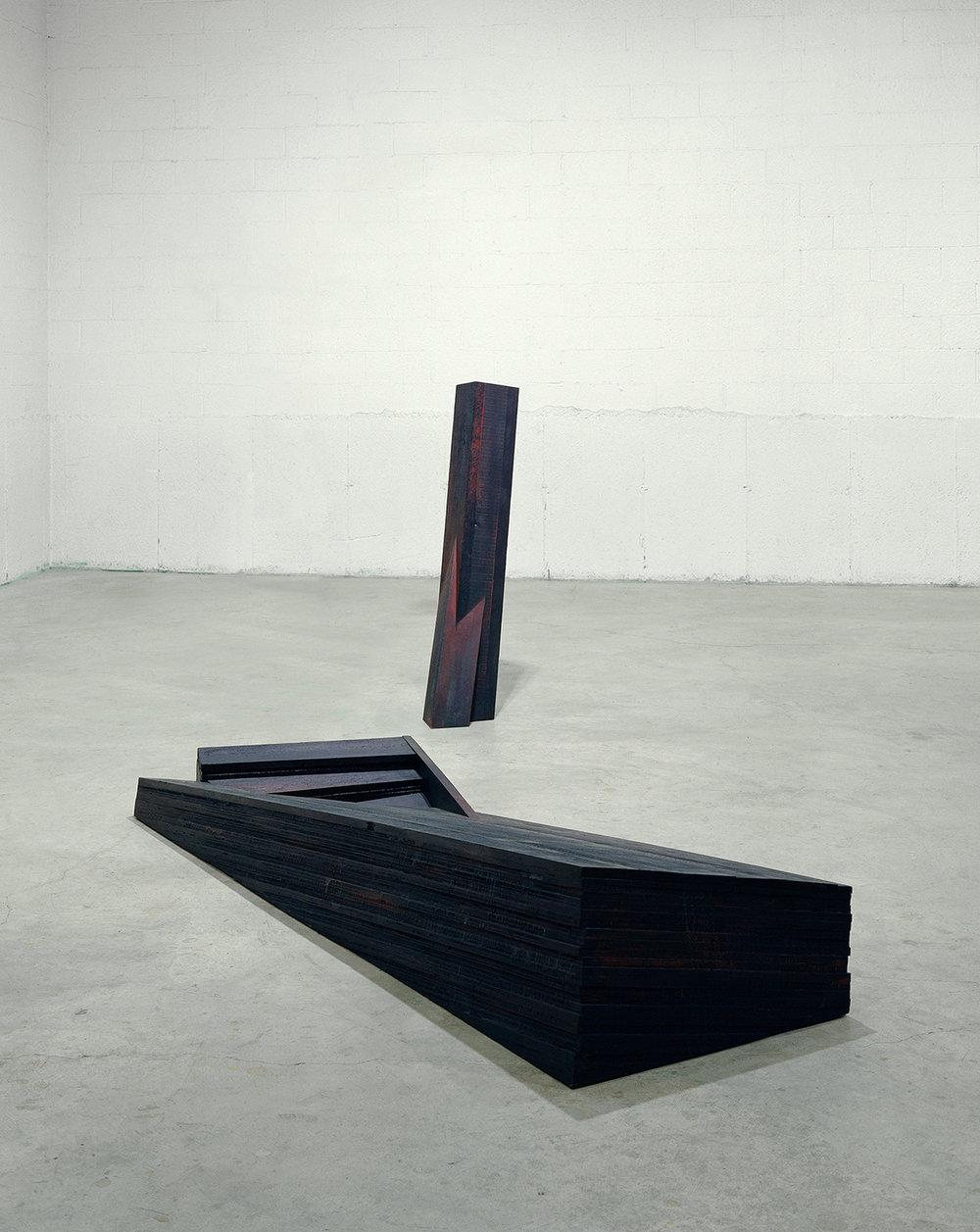 Entailles  (1996)  Bois polychrome, 132 x 90 x 41 cm, collection de l'artiste. photo : Richard-Max Tremblay