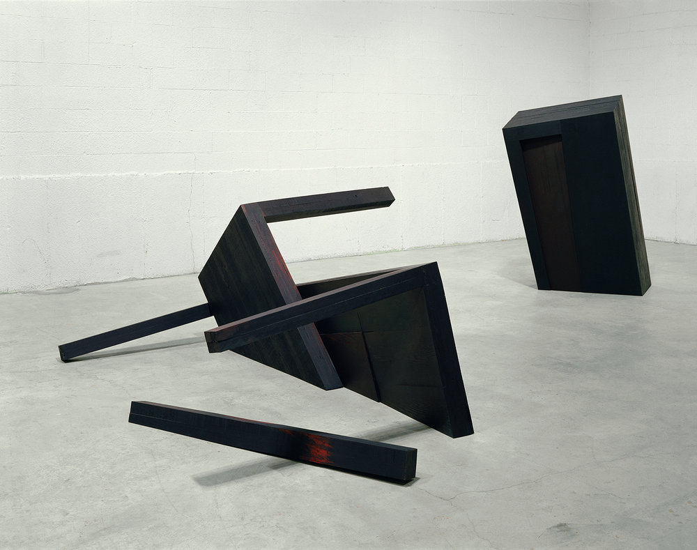 Noche oscura  (1991)   Bois polychrome, 173,9 x 243 x 396,2 cm, collection du Musée d'art de Joliette. photo : Richard-Max Tremblay