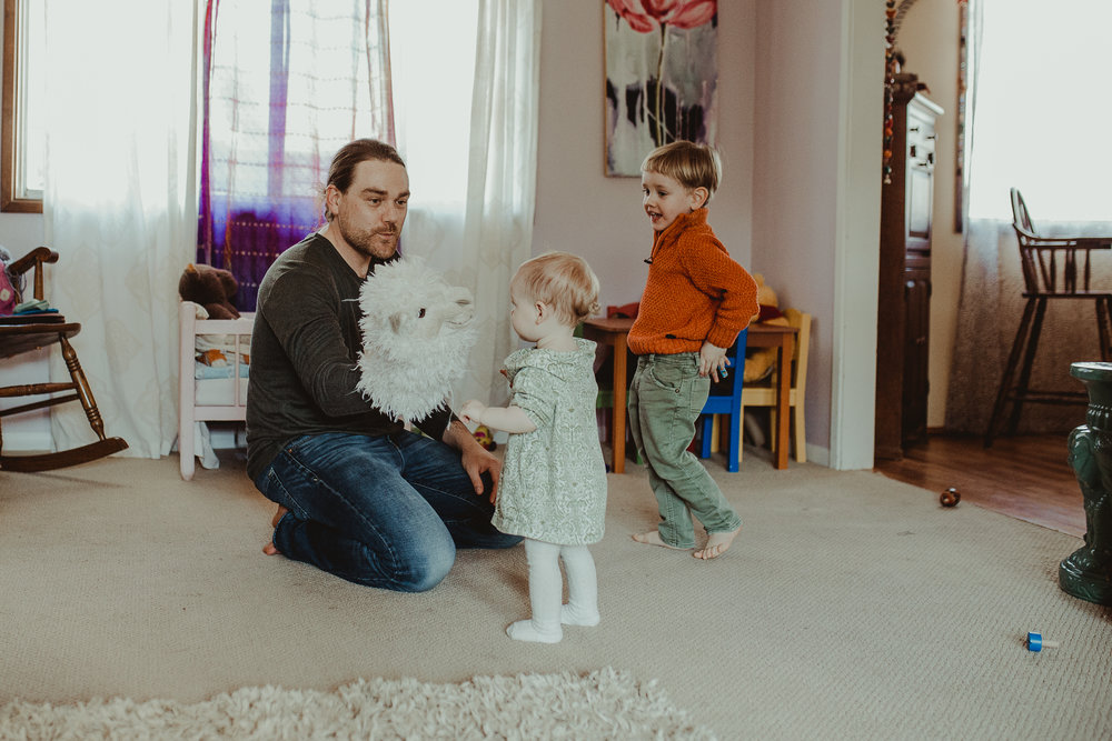 Dad plays puppets in southern oregon home