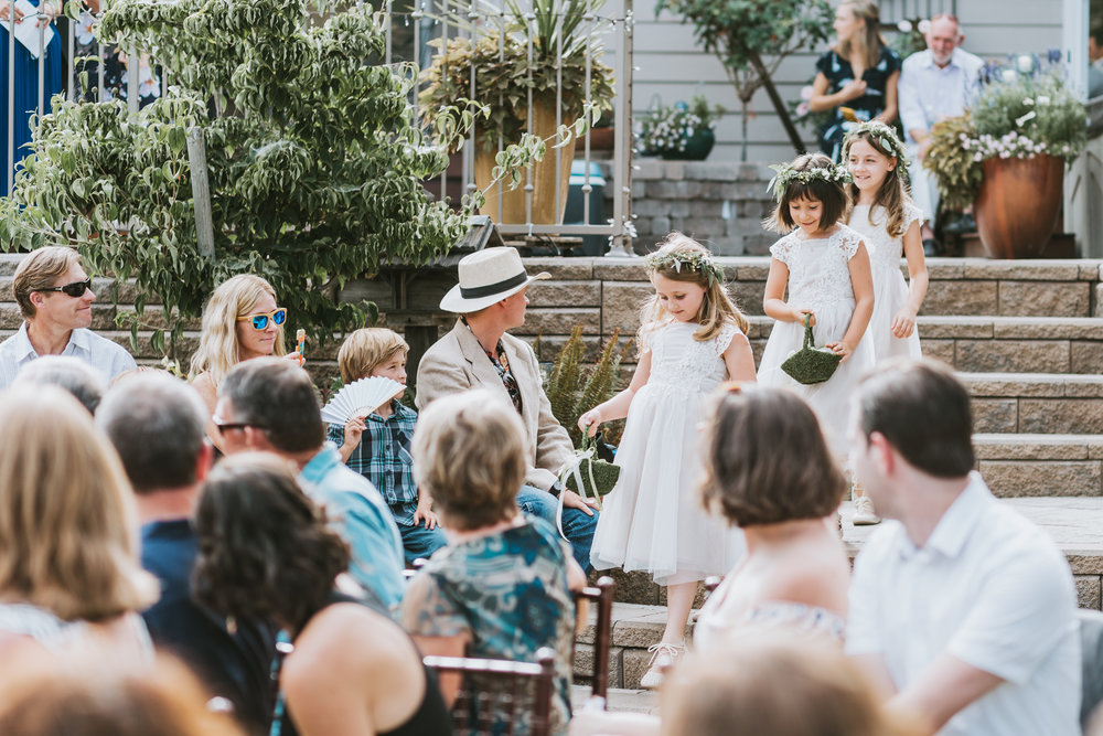 Southern Oregon wedding photographer captures three flower girls