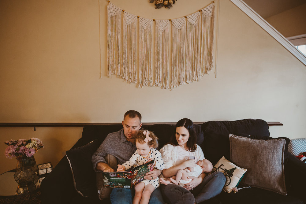 family reading on couch southern Oregon photographer
