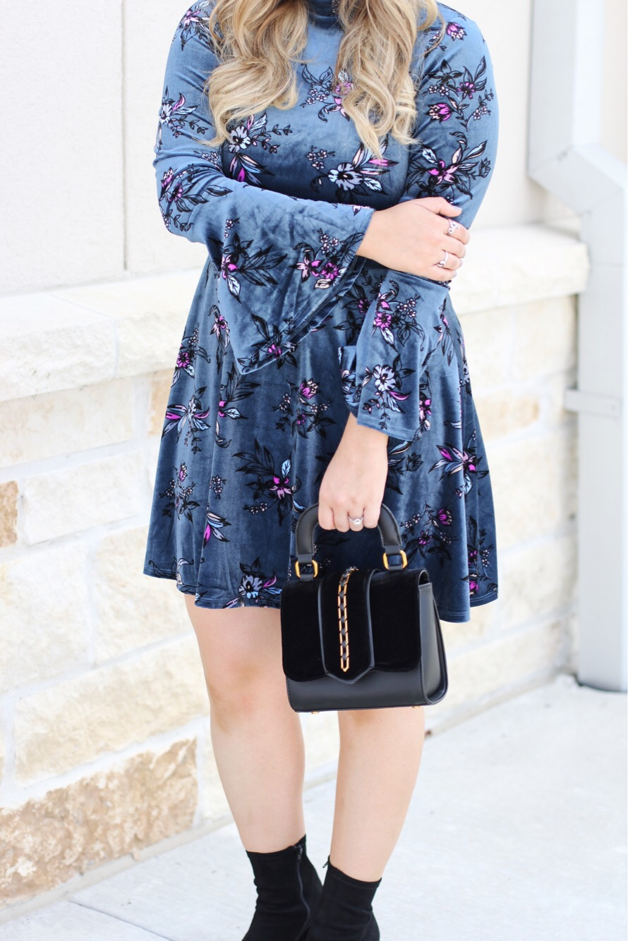 fall velvet bell sleeve dress #fallstyle #velvet #falltrend #bellsleeve