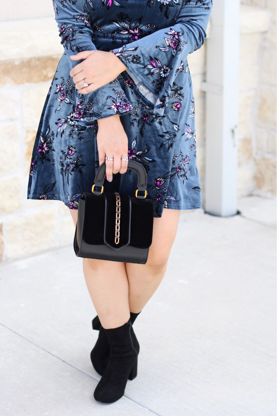 Dress :  similar  || Boots :  here  || Bag :  similar