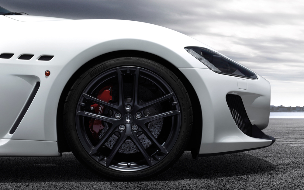 Maserati-GranTurismo-MC-Stradale-front-wheel.jpg