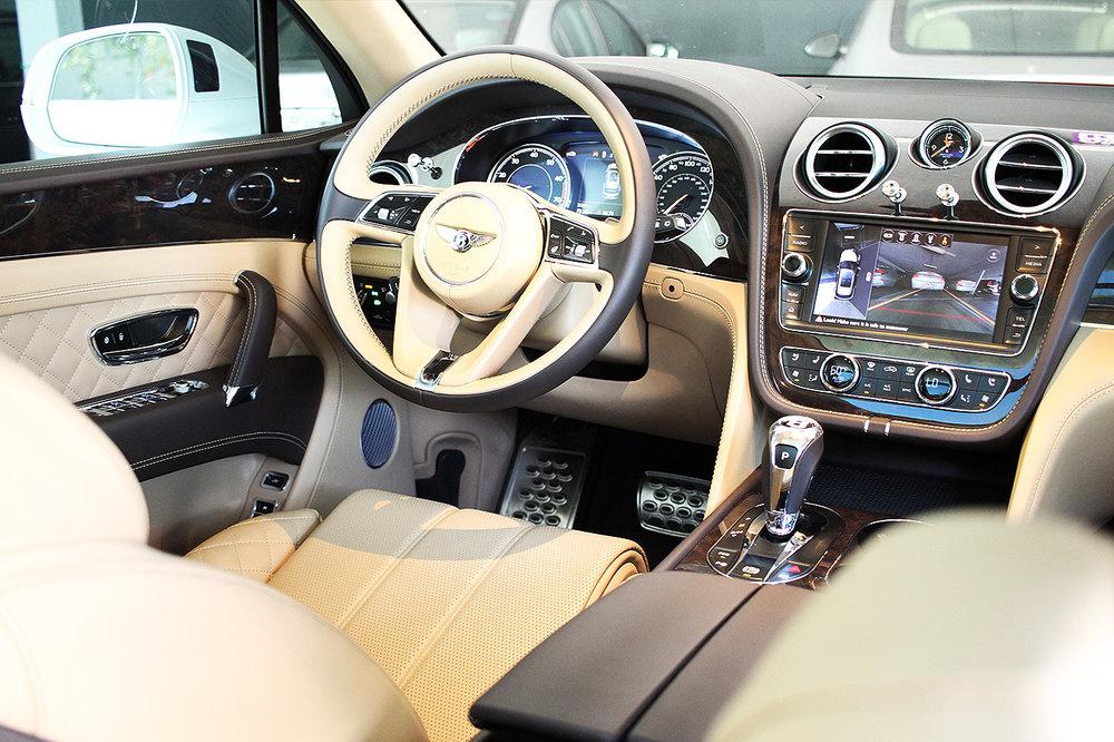BentleyBentayga_005.jpg