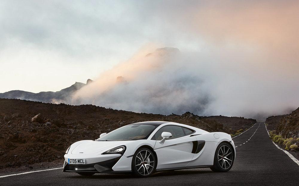 McLaren_570GTWhite_491848_2880x1800.jpg