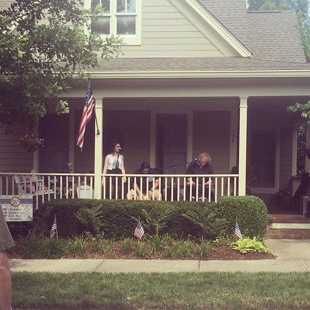 We had such a blast playing at @westhavenporchfest this past weekend! Thank you to everyone who came out to see us! And thank you Joi Finnin for hosting us and @jordy_guthrie for playing percussion! #aberdeen #summer #frontporchpickin