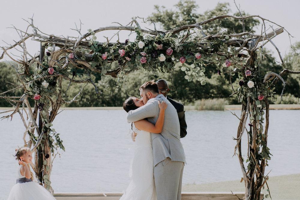 Dallas-wedding-photographer-thistle-springs-ranch-cleburne-texas-53