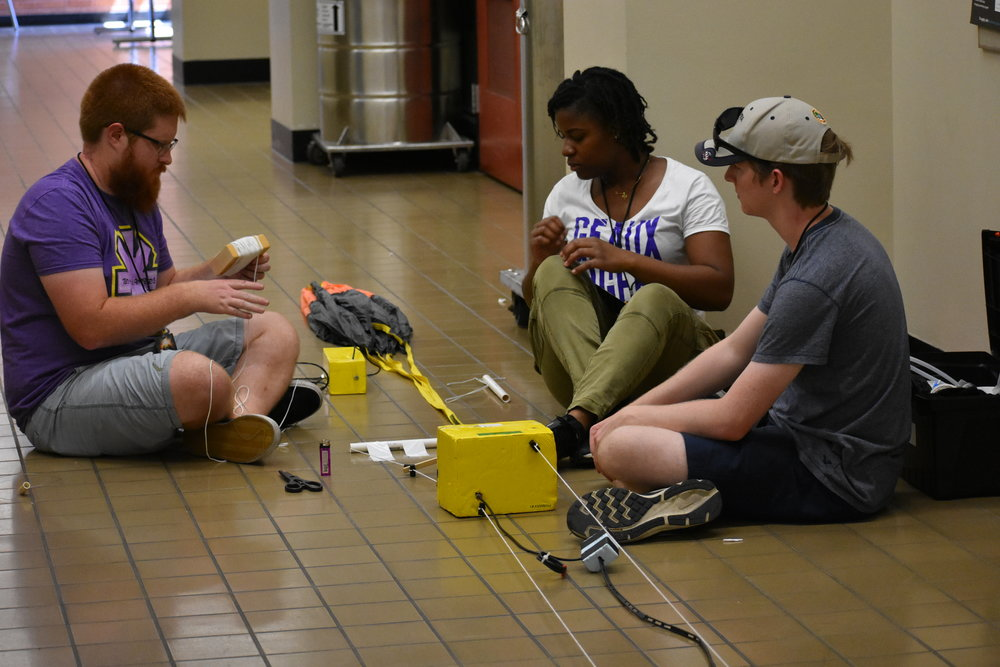 Students prepare balloon string and payloads