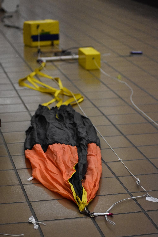 Balloon parachute system